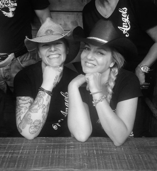 Friends...Elytattoo&Dany. Friends Friendship Friends ❤ Livemoments Countrygirls Countrygirl Countrymusic  Linedancer Linedancers Countrylife Livecountry Cowgirls Saturday Moments Country Living Country Girl Countrystyle Cowgirl Cowboy Hat Cowboyhat Cowgirlfun