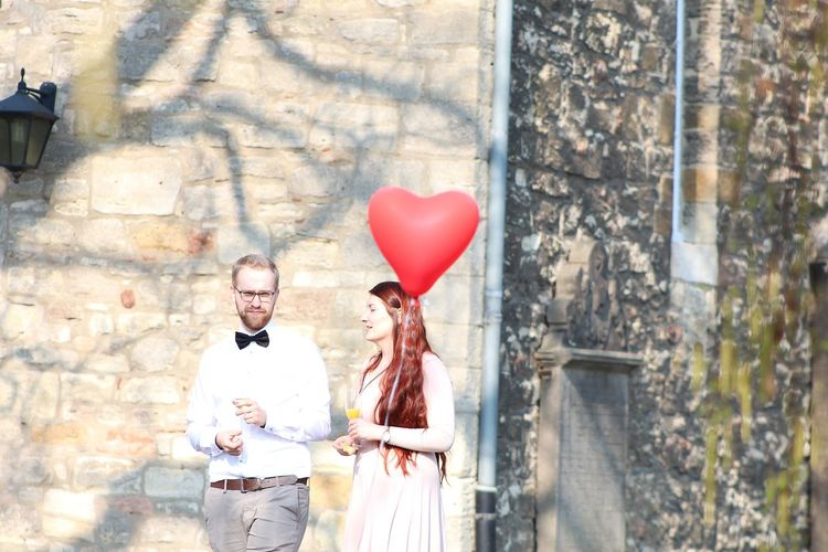 Hochzeit Women Long Red Hair Red Haired Woman Portrait Men Red Well-dressed Love Holding Window Valentine's Day - Holiday Heart Shape Balloon Helium Balloon