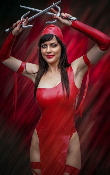 Elektra Cosplayer Cosplay Nycc2018 NYCC Elektra Red One Person Young Women Front View Young Adult Beautiful Woman Women Three Quarter Length Fashion Lifestyles Leisure Activity Holding Looking At Camera