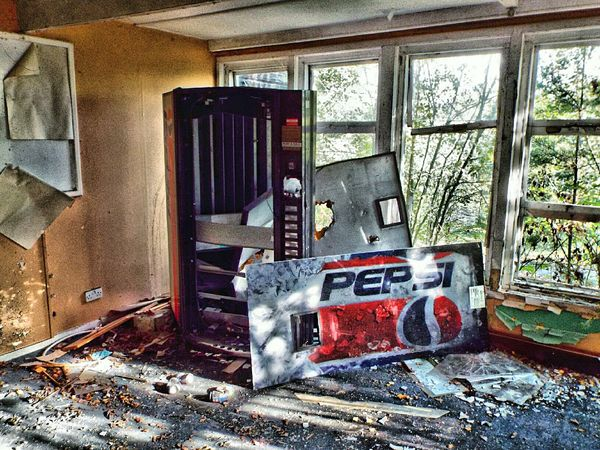 Hdr madness 😉 Abandoned Abandoned Places EyeEm_abandonment School Pepsi Vending Machine Vending Can Of Drink Urbex Urban Exploring Grime_nation Grime Abandoned Buildings HDR Hdr_Collection Hdr_lovers Hdr Edit