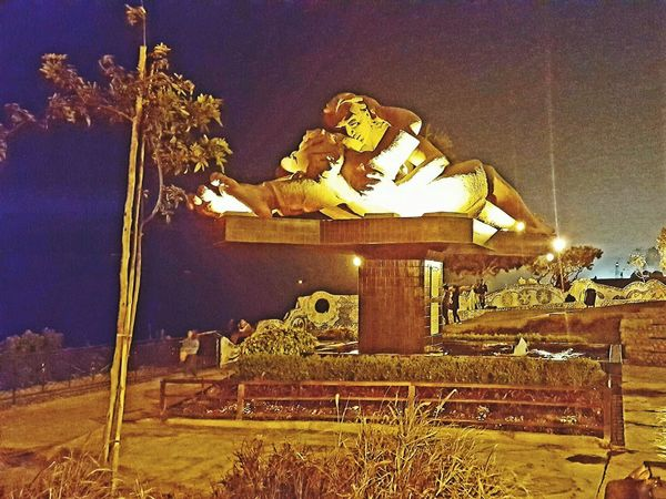 Gold Colored Night Lima-Perú Close-up Park The Love Park Monument Love Miraflores Lima