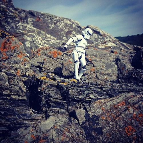 Private Weizkopf found a route down from the rocky ridge he had been following. There had been no signs of life for some time now but he could hear water. Sea, river? It didn't matter, all he knew was it meant hope. Normanthetrooper Stormtrooper Starwarselite @starwars_3lite Starwarsblackseries Toyphotography Toyunion @toydiscovery Toydiscovery Toysaremydrug Toyslagram Toycrewbuddies Afosw Starwars Toyoutsiders @toyoutsiders