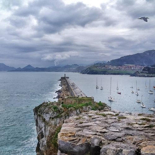 Puerto De Castrourdiales Cantabr Cantabria SPAIN Gaviota Mountain Water Nature Travel Destinations Tranquility Horizon Over Water EyEmNewHere Movilgrafias Beauty In Nature Sky