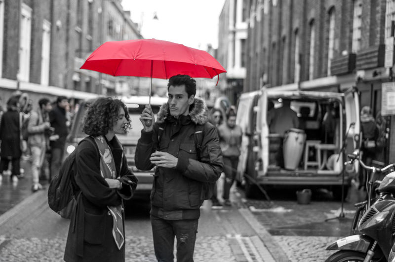 Architecture Black And White Building Exterior City Couple - Relationship Day Heterosexual Couple Lifestyles Love Men Outdoors People Real People Red Umbrella Togetherness Two People Young Adult Young Women The Street Photographer - 2017 EyeEm Awards The Street Photographer - 2017 EyeEm Awards