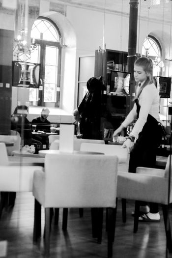 Cafe Coffee Shop Coffee Shop Scene Coffee Time Indoors  Waitress Waitresslife Women