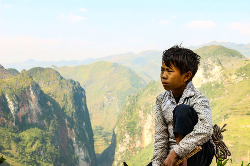 the hard life in vietnam Mountain View Vietnam Vietnam Travel Photos Vietnamese Beauty In Nature Landscape Mountain Mountain Range Mountain Road Mountains Mountains And Sky One Person Portrait Real People Vietnam Landscape Vietnam Mountains Vietnam Travel Vietnam Trip Vietnamphotography Young Adult Young Men