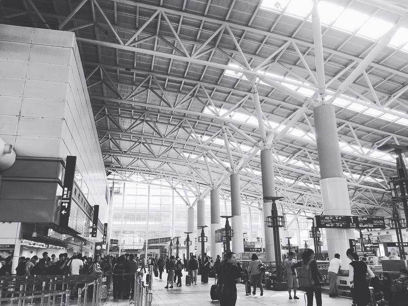 高鐵左營站 高鐵 車站 Station Kaohsiung, Taiwan 高雄 THSR 回家 旅人 旅 左營 People Blackandwhite 黑白