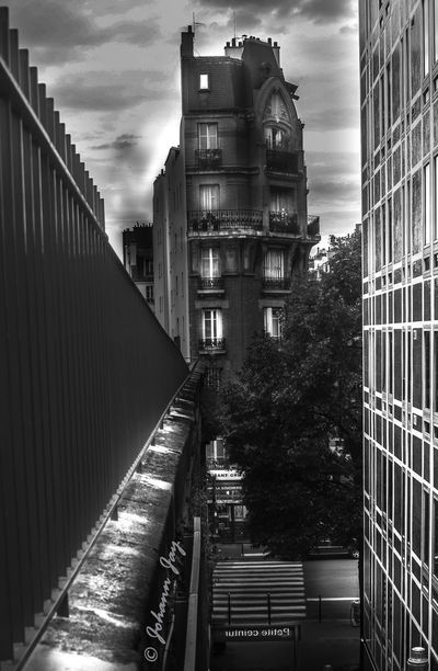 Achitecture Atmosphere Black & White Lumierre Du Jour Lumière & Graphisme Noir Et Blanc Paris, France  Perspective Ambiance Architecture Black And White Black And White Photography Building Exterior Built Structure Bâtiment  City Day Immeubles No People Noir&blanc Outdoors Perspective Photography Perspective View Petite Ceinture De Paris Ville #urbanana: The Urban Playground EyeEmNewHere