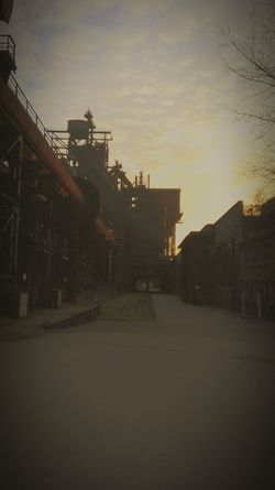 N9 Industriegeschichte Hüttenberg Meiderich Landschaftspark Duisburg-nord Deutschland Germany🇩🇪 Alemania. Architecture Fotos Antiguas Duisburg 1902 Industrial EyeEmNewHere Cloud - Sky Sunset Sky Built Structure Tree No People Factory Outdoors Architecture Day Adapted To The City