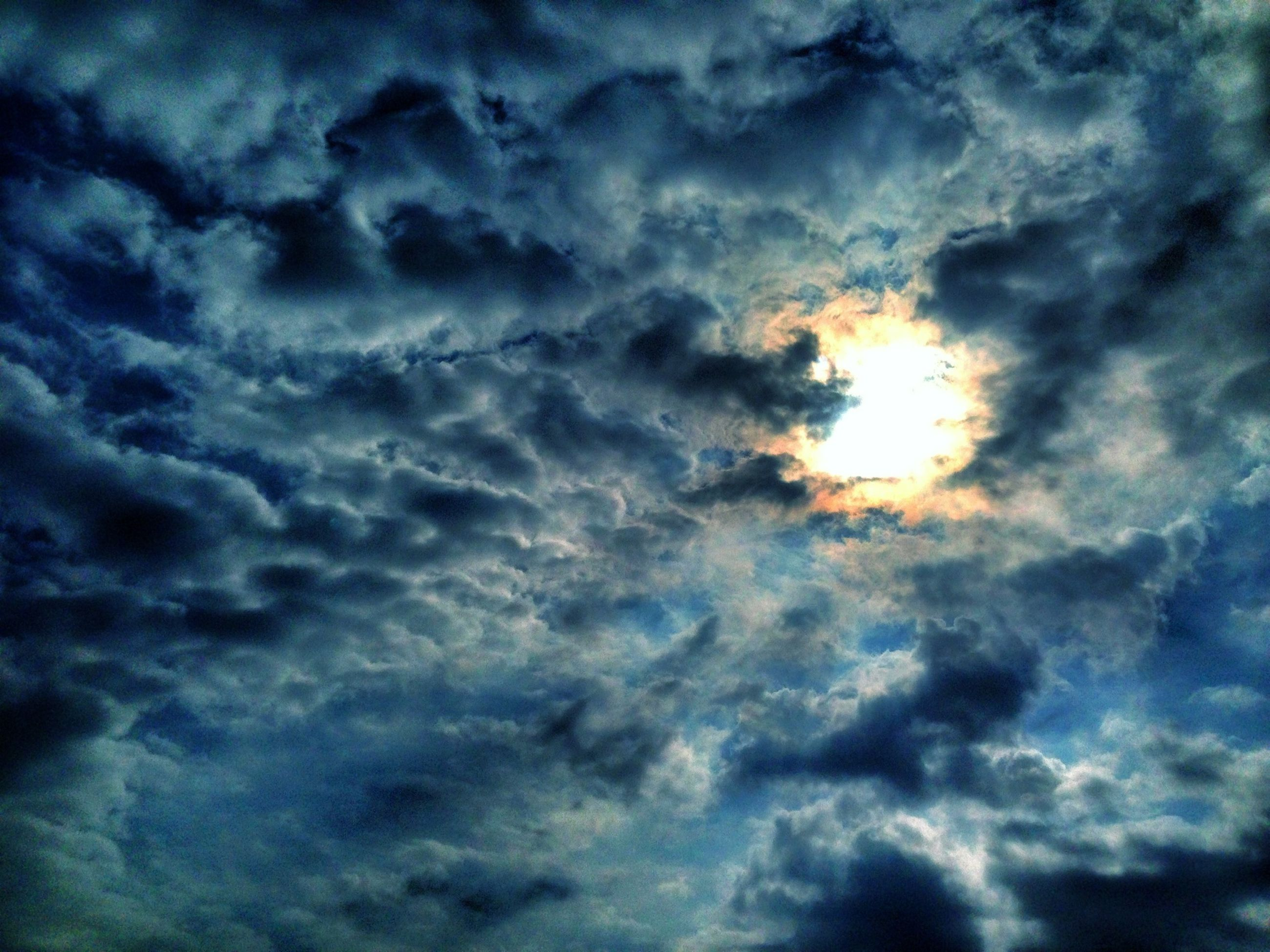 cloud - sky, sky, sky only, low angle view, cloudy, beauty in nature, cloudscape, scenics, tranquility, nature, tranquil scene, backgrounds, weather, sunset, dramatic sky, full frame, cloud, idyllic, overcast, majestic