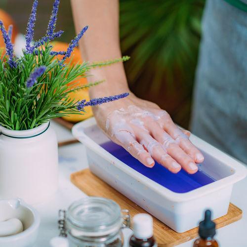 Paraffin wax bath for hands