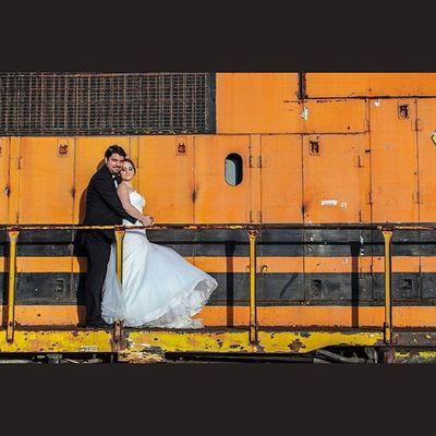 Canon Canon_official Canon_photos Canon5D Fotografo Foto Fotografia Rocafografia Fotografo Yúcatan Igersyucatan Bodas Weddingseason Weddingphotographer Tren Amor Venameridablanca Love Besos Kisses Pareja