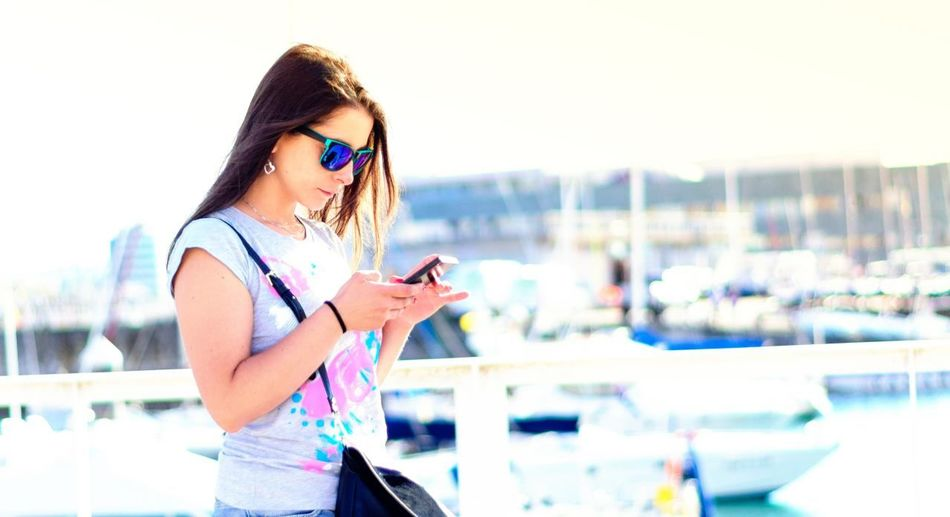 Wireless Technology Portable Information Device Smart Phone Only Women Women One Woman Only Communication Technology Mobile Phone Portrait Beautiful People Mujer Chica Teléfono Movil Cold Temperature White España Asturias Real People People One Person Travel Destinations Girl Connection And Communication