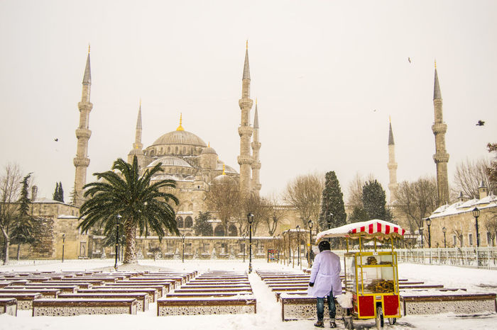 07.01.2017 Architecture City EyeEm Best Shots EyeEm Nature Lover Hello World Istanbul Istanbul City Istanbul Turkey Minaret Mosque Nikon Nikonphotography Place Of Worship Simit Simitçi Sky Snow Snow ❄ Snowing Sultan Ahmed Mosque Sultanahmet Taking Photos Travel Destinations Tree Winter Shades Of Winter