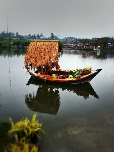 Weekend Trip Photo Going To Market Floating Market