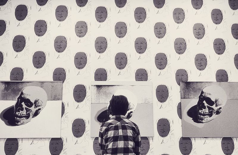 Pulguita beginning to appreciate the artist I adore. Walking Around Taking Photos Blackandwhite Appreciation Daughter Absorbing Art Warhol Bnw_retrospect Bnw_friday_eyeemchallenge Pattern Child Wall - Building Feature Childhood Real People One Person Rear View Leisure Activity
