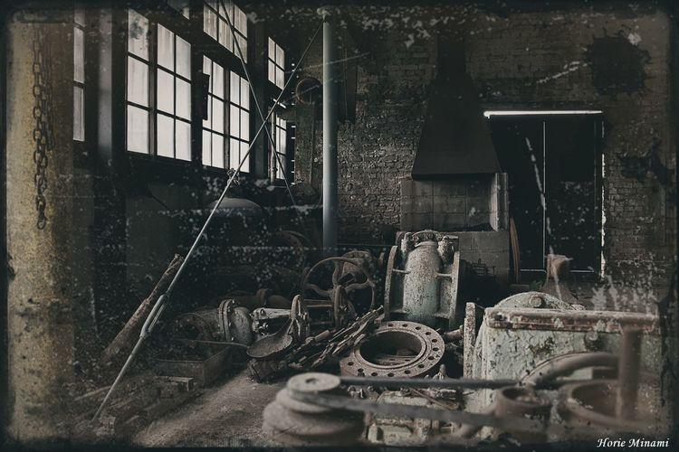 The Walking Dead 風味 🧟♀️🧟♂️ 万田坑 EyeEm Best Shots EyeEm Selects EyeEmNewHere EyeEm Gallery Window Indoors  Abandoned No People Metal Industry Built Structure