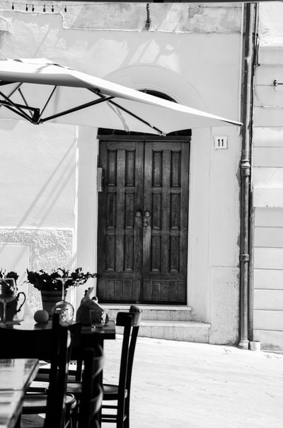 Architecture Blackandwhite Built Structure Cafe Time Day Italien Italy Monochrome No People Outdoors Schwarzweiß Vacation
