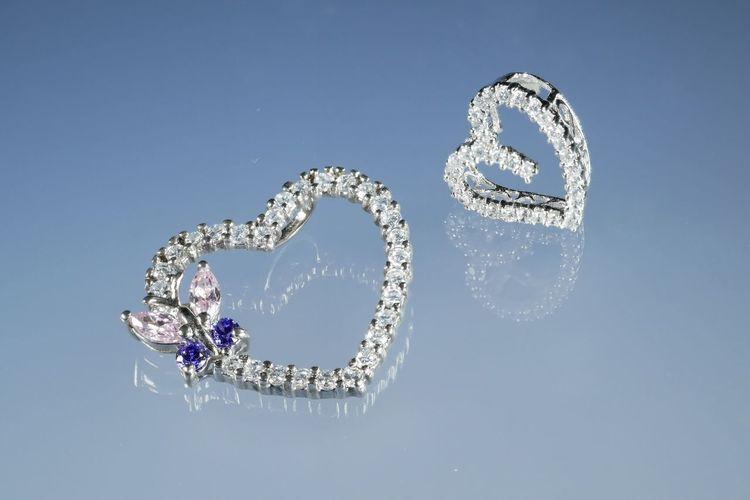 Cameo  Cameonecklace Celebration Diamond - Gemstone Fashion Hearts Jewelry Love Luxury Positive Emotion Silver Colored Studio Shot