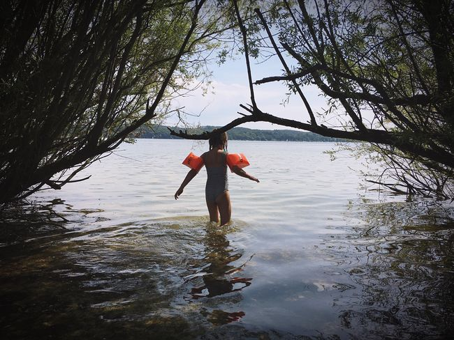 Lake View Lake Kid Adventure Contrast Water Wings Schwimmen Schwimmflügel Schwimmflügel Swimming See Sommer Eyeemphoto