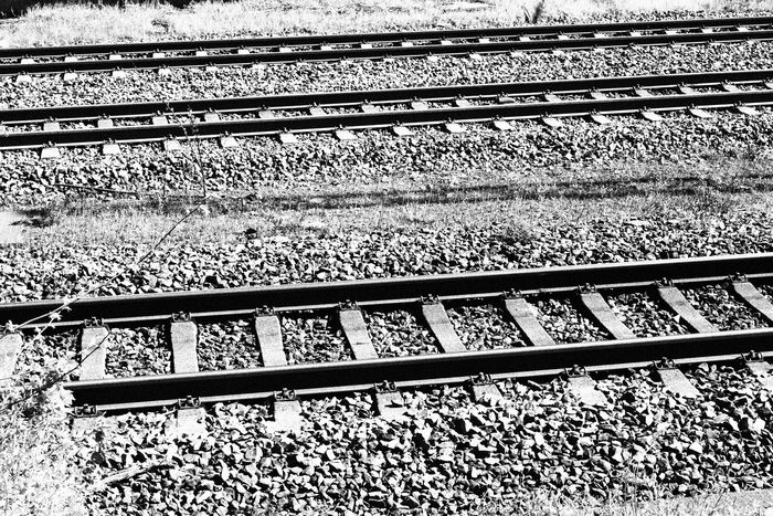 Zug Bahnschienen Schienen Black And White Black And White Photography Train Tracks Traveling Adventure Outdoors No People Grey Metallic Metal Close-up Welcome To Black