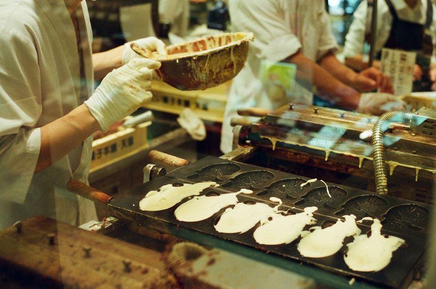 TAIYAKI Japan Tokyo Foodporn Cooking Desert Anko Sweet Creating Making Japanese Food Griddle Snack Time! Canon AE-1 Filmisnotdead Film Analog 35mm Film Analogue Photography Film Photography Analogue Takeaway Filmcamera Ultimate Japan
