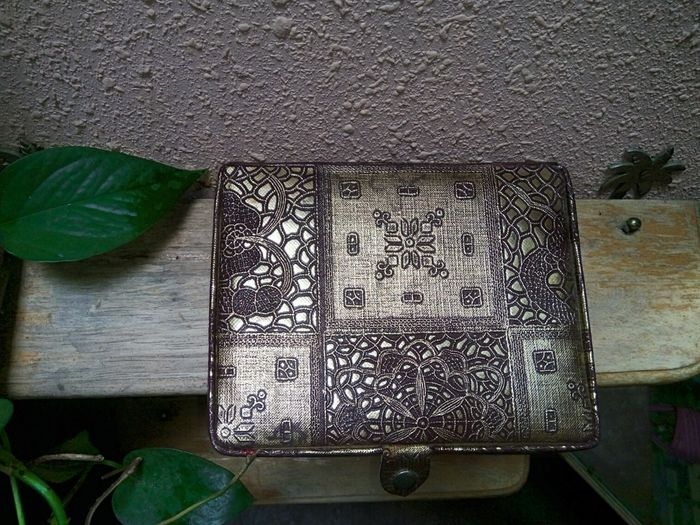 Indoors  Wood - Material Green Color No People Leaf Textile Hanging Day Close-up Freshness Ladies Accessories AccessoriesGolden Box Jewelry Box Indoors  Art Is Everywhere Antique