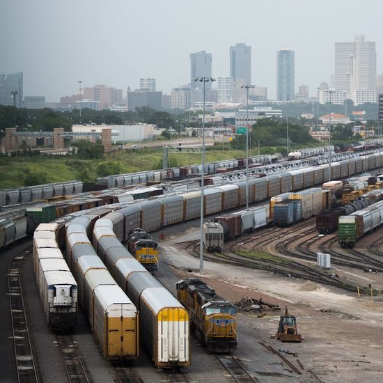 Fort Worth is alright by me. Train Train Yard Fort Worth Sky Skyline City Cityscapes