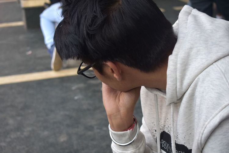 Specs Glasses EyeEm Best Shots EyeEm Gallery Portrait Candid EyeEmNewHere One Person Thinking Deep Thoughts White Crowd City Plaza Men Close-up Thoughtful Friend Hooded Shirt Hood - Clothing Sweatshirt