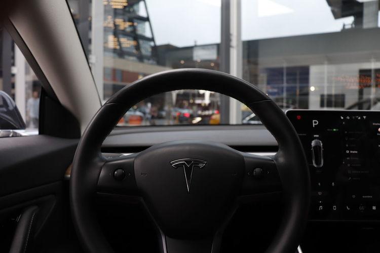 Tesla Tesla