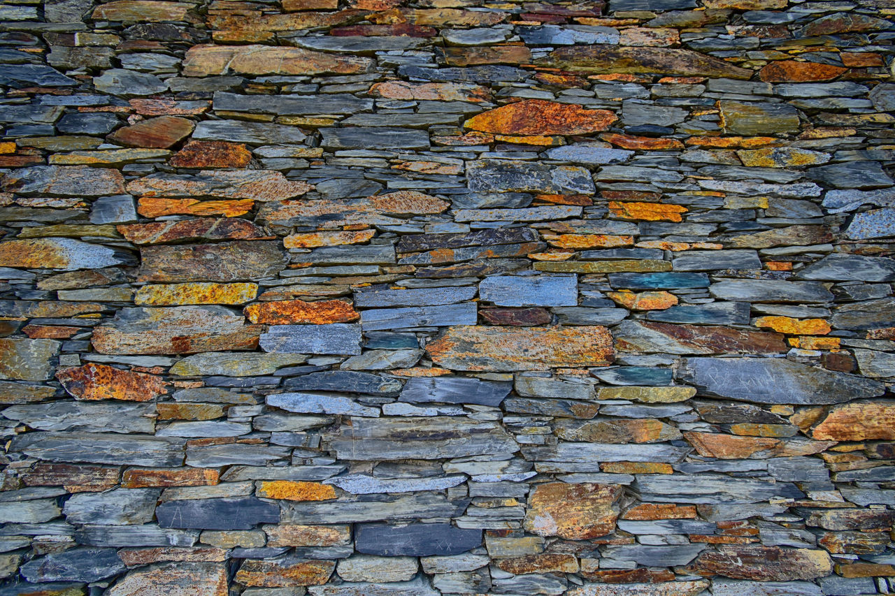 backgrounds, full frame, textured, wall, day, no people, wall - building feature, built structure, rough, pattern, architecture, brick, outdoors, solid, stone wall, abundance, old, weathered, autumn, brick wall