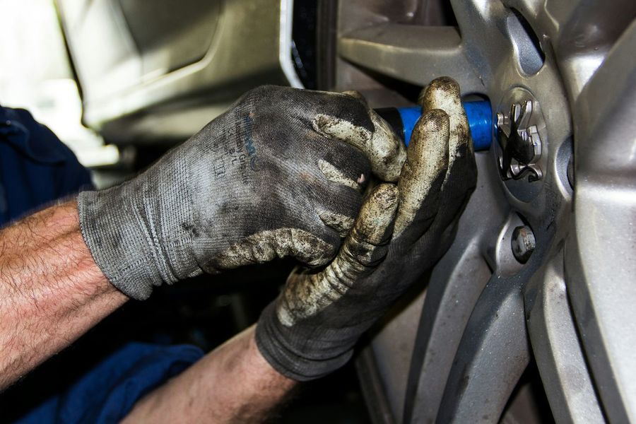 Reifenwechsel Working Hands Werkstatt Tire Change Handwork