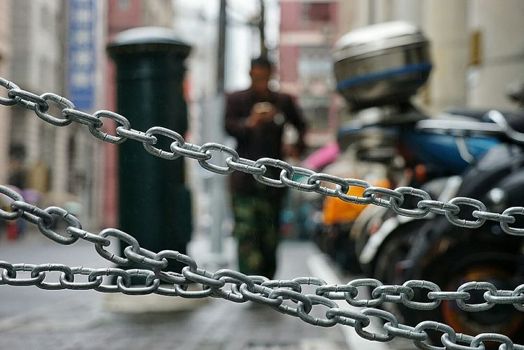 Focus On Foreground Protection Metal Chain Strength Outdoors Close-up No People Day The Chain Black And White Street Photography EyeEm Best Edits Shanghai Streets Streetphotography First Eyeem Photo Photographer Street EyeEm Gallery People City Shanghai EyeEm Best Shots