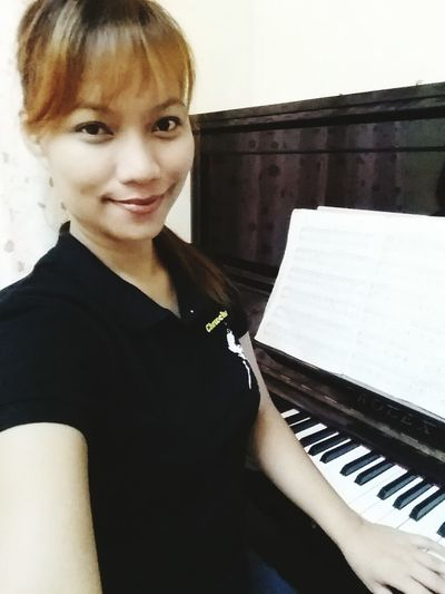 Waly studyante nitunga.. nan.aw cguro street dancing.. practice nalang ta :) Piano Practice