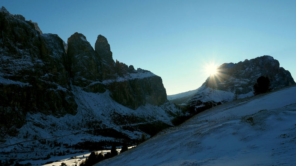 Langkofel, kissed by the winter sun Cold Temperature Dolomites Groedner Joch Gröden Grödnertal Italy Kissed By The Sun Landscape Langkofel Mountain Range Olympus OM-D E-M1 Mark II Passo Gardena Sasslong Sella Group Sellaronda Sellastock Snow Snowcapped Mountain Sunlight Tourism Travel Destinations Val Gardena Winter Winter Sun Wolkenstein