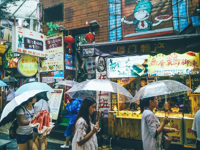 Hi! Taking Photos Hanging Out Street Photography Rainy Day Raining Street Urban Lifestyle Lifestyles Rain Capture The Moment People People Together EyeEm Gallery Hello Hello World The Week Of Eyeem EyeEm Best Shots Eyeemphoto Check This Out Streetphotography