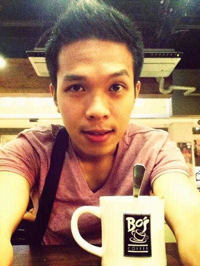 here @ Bo's Coffee, eating Linugaw hehe nyam2 :D
