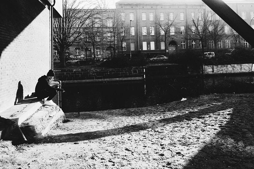 EyeEm Best Shots - Black + White EyeZoom Blackandwhite My Fuckin Berlin Light And Shadow People Watching Fortheloveofblackandwhite The Minimals (less Edit Juxt Photography)