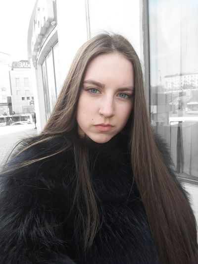 Portrait Young Adult One Person Adult People City Architecture Beauty Women Looking At Camera Beautiful People Beautiful Woman Young Women Only Women Day Outdoors One Young Woman Only Cityscape One Woman Only Adults Only