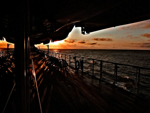 Decklife Queen Mary 2 Railing Sunrise Water