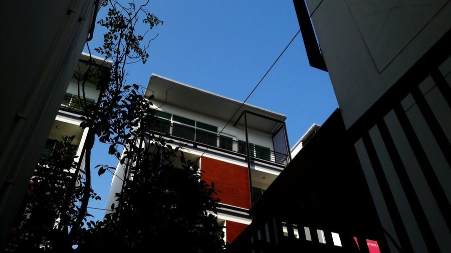 Architecture Low Angle View Building Exterior Built Structure Outdoors Day Sky No People ตึกตึกตึก