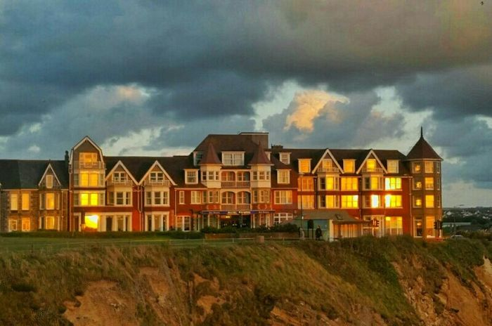The last rays of the sun reflect on the old hotel creating a beacon of light high on the cliffs... Taking Photos Light And Shadow Tadaa Community Streamzoofamily Ladyphotographerofthemonth EyeEm Best Shots Popular Photos Sunrise N Sunsets Worldwide  Remembering Tallulah Landscapes