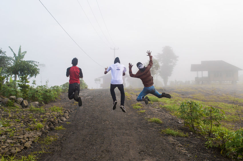 THESE Are My Friends Capturing Freedom New Years Resolutions 2016 Street Streetphotography Fog Sound Of Life Getting Creative Enjoying Life People Capture The Moment Holiday POV From My Point Of View New Year Around The World