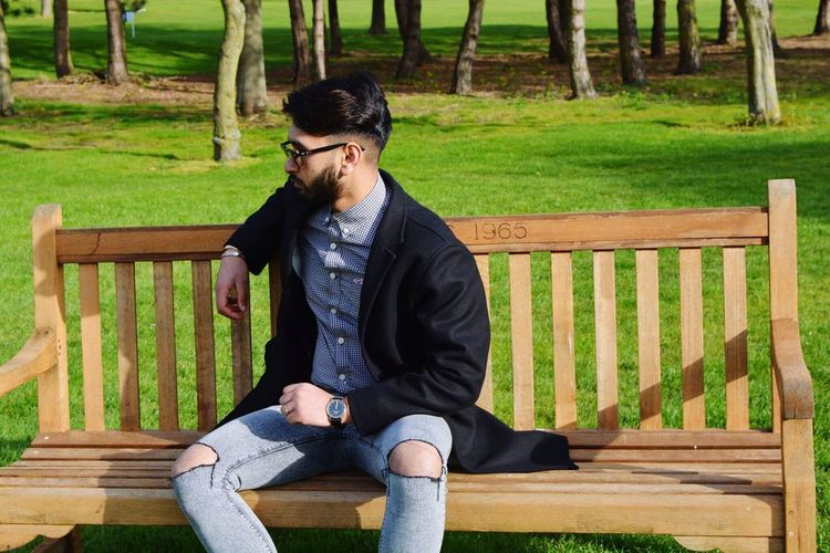 EyeEm Selects Sunny Weather Relax Beard Casual Clothing Lifestyles Nature Day Golf Bench Danielwellington Clark HOLLISTER Class