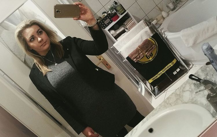 selfie.before Christmas party. 😎👗👢💄🌲🍾 Well-dressed People Girl Makeup Beauty Taking Photos Eye4photography  Weekendvibes Hello World Women Young Adult ThatsMe EyeEm Gallery Outfit Ootd Photooftheday Enjoyinglife  Check This Out Blonde Portrait Selfie ✌ Blackisbeauty Enjoyinglife  Beautiful People Dressed Up