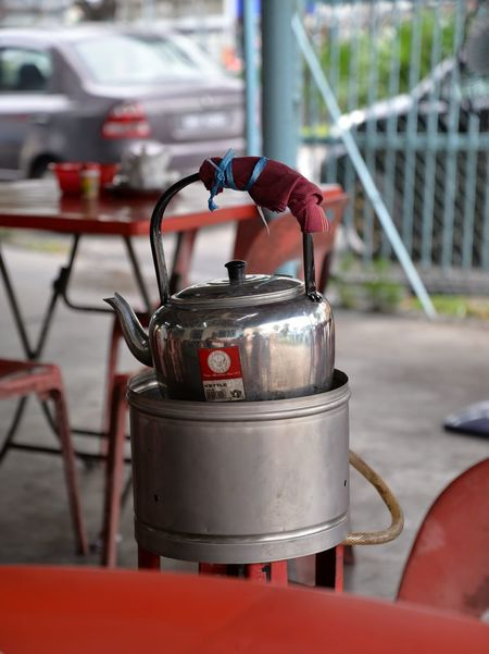Jan'17: a traditional kettle - Klang (Selangor, Malaysia) Kettle Malaysia Truly Asia Selangor Stove Traditional Culture Boiling Water Camping Stove Charcoal Stove Close-up Day Drink Focus On Foreground Gas Stove Gas Stove Burner Klang Malaysia Malaysia Scenery Malaysian Malaysianphotographer Metal No People Old Kettle Outdoors Red Stove EyeEmNewHere
