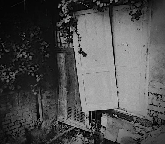 Old House Nostalgic  EyeEm Gallery Eyeemphotography Streetphotography Somwhere Nobody Around Light And Shadow EyeEm Best Shots - Black + White Check This Out B&w Photography Silent