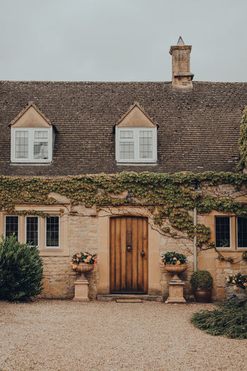 Facade of a traditional english cottage in broadway, cotswolds, uk.