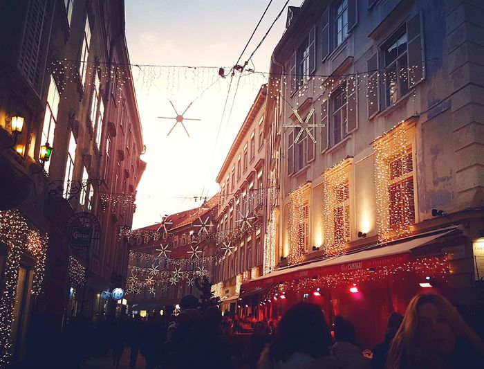 Tb to my class trip to Graz during Advent. It was so charming and beautiful with all the lights and decoration #Graz #Austria #Advent #trip #travel #christmastime #ChristmasLights Outdoors Crowd Architecture Built Structure City Illuminated