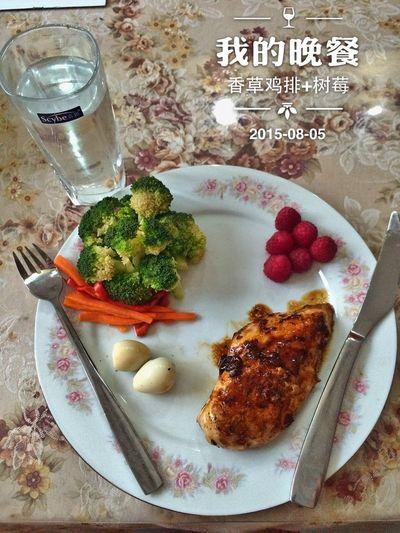 自己动手吃得健康。主要享受烹饪的过程。今日晚餐:🌿烤🐔,蔬菜沙拉,树莓,鹌鹑蛋,白水!想吃的来!